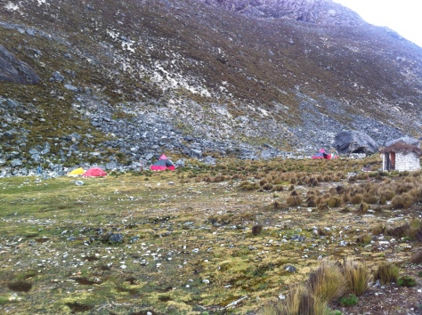 Vista del campamento en el Campo Base Pisco.