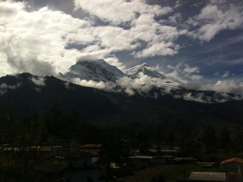 Vista del Nevado Huascarán, el norte a la izquierda y el sur a la derecha.