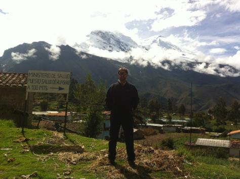 Yo y al fondo el Huascarán.