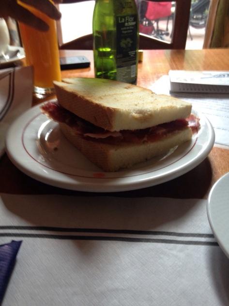 Y después de la rutilla, un buen desayuno.