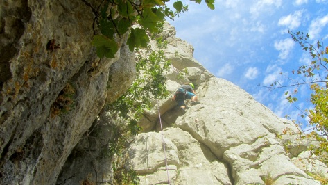Juan Antonio escalando la primera vía.