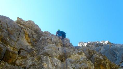 Juan Antonio escalando.