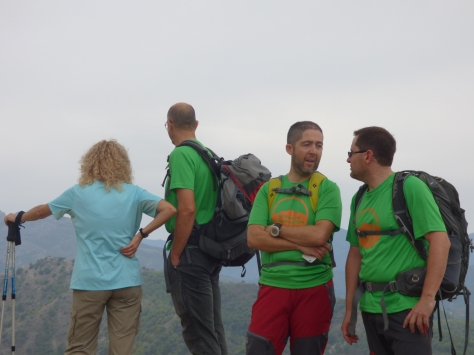 En la cima de Cerro Gordo, Ismael, Cristobal, Juan y Marilo.