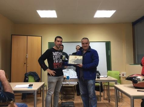 Posando Antonio Villalba nuestro presidente con el premiado Antonio Romero.