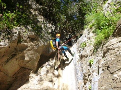 Aquí esta Fali en una de las cascadas.