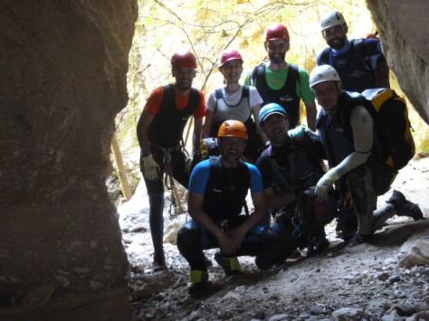 Foto del grupo en la salida del pozo.
