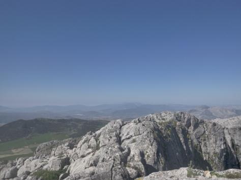A la derecha la Capilla y la Huma y en el centro Sierra Prieta y la Cabrilla y detrás el Torrecilla.