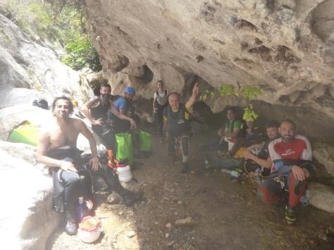 El grupo en la surgencia del Barranco, por fin el agua.