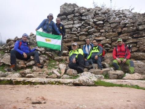 Foto del grupo junto a la cueva de Juan González.